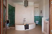 Ethnic Bathroom 657