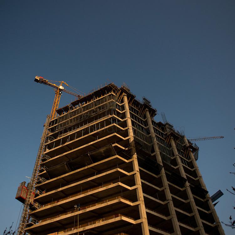 Construccion del nuevo edificio corporativo de Copec ubicado en Isidora Goyenechea con El Bosque, Las Condes. Copec, 80 años. Santiago de Chile. {date} (©Alvaro de la Fuente/Triple.cl)