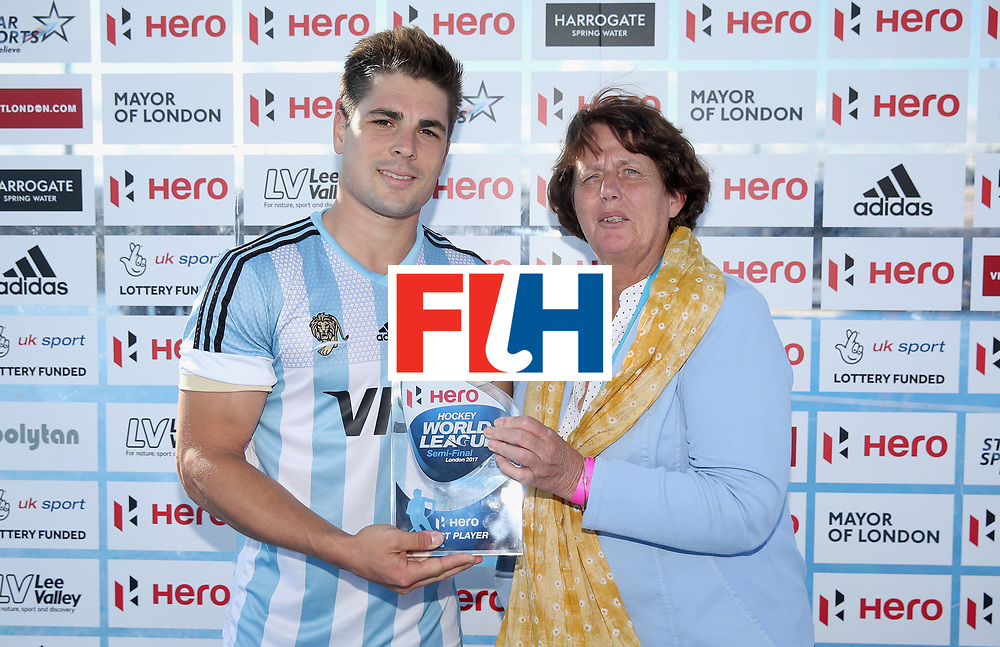 LONDON, ENGLAND - JUNE 25:  Gonzalo Peillat of Argentina is presented with his Best Player trophy after the final match between Argentina and the Netherlands on day nine of the Hero Hockey World League Semi-Final at Lee Valley Hockey and Tennis Centre on June 25, 2017 in London, England.  (Photo by Alex Morton/Getty Images)