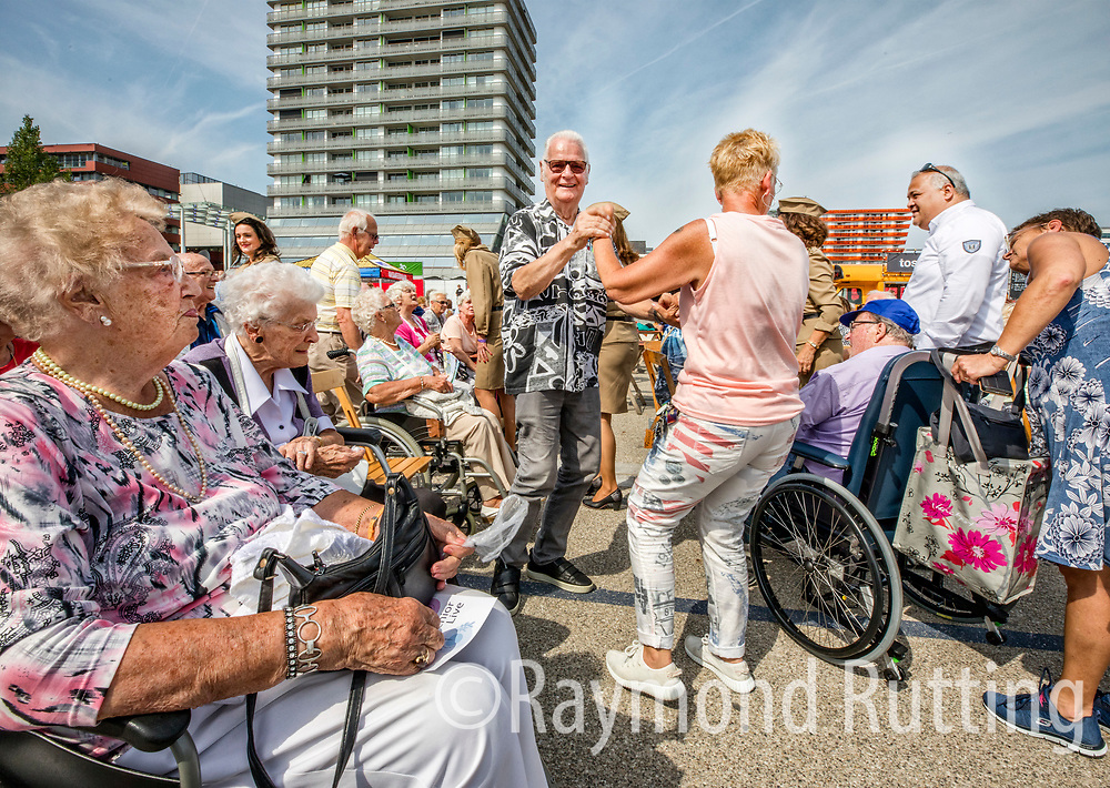 "Netherlands -Almere- "" Forever Young Festival"" where 65+ people can be young again. 10.000 elderly people visited this new , free entry, festival in Almere Netherlands.  foto raymond rutting / de volkskrant"