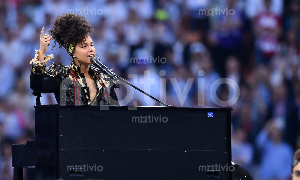 FUSSBALL  CHAMPIONS LEAGUE  FINALE  SAISON 2015/2016   Real Madrid - Atletico Madrid                   28.05.2016 Die US-amerikanische Soul- und R&B-Saengerin Alicia Keys performt auf der Eröffnungszeremonie