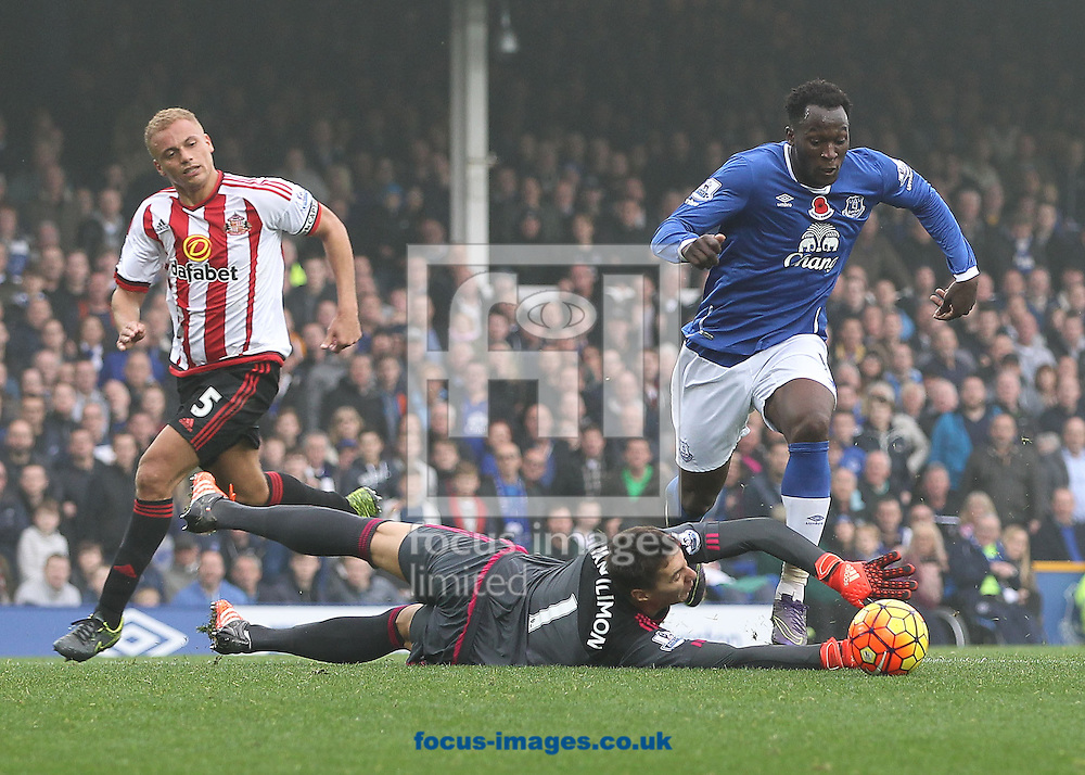 Romelu Lukaku of Everton goes around the Sunderland goalkeeper Costel Pantilimon, before scoring the fourth goal against Sunderland during the Barclays Premier League match at Goodison Park, Liverpool.<br /> Picture by Michael Sedgwick/Focus Images Ltd +44 7900 363072<br /> 01/11/2015