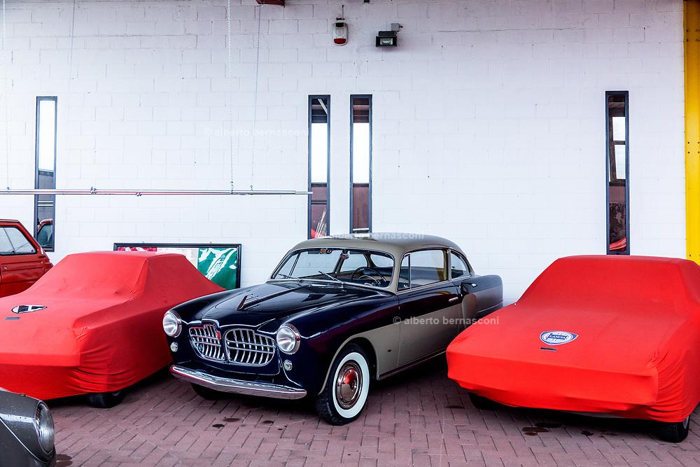 Milano , il collezionista di auto d'epoca Corrado Lopresto, fiat 1400 carrozzeria Balbo una delle prime auto di Scaglione lo stilista