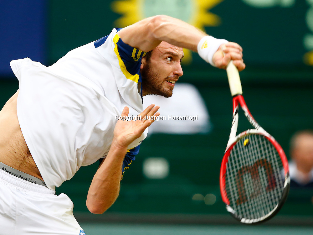 Gerry Weber Open 2012, ATP World Tour, Rasentennis Turnier, International Series,Gerry Weber Stadion, Grasplatz, Halle/Westfalen,<br /> Ernests Gulbis (LAT); Aktion,Aufschlag,Einzelbild,Halbkoerper,<br /> Querformat,