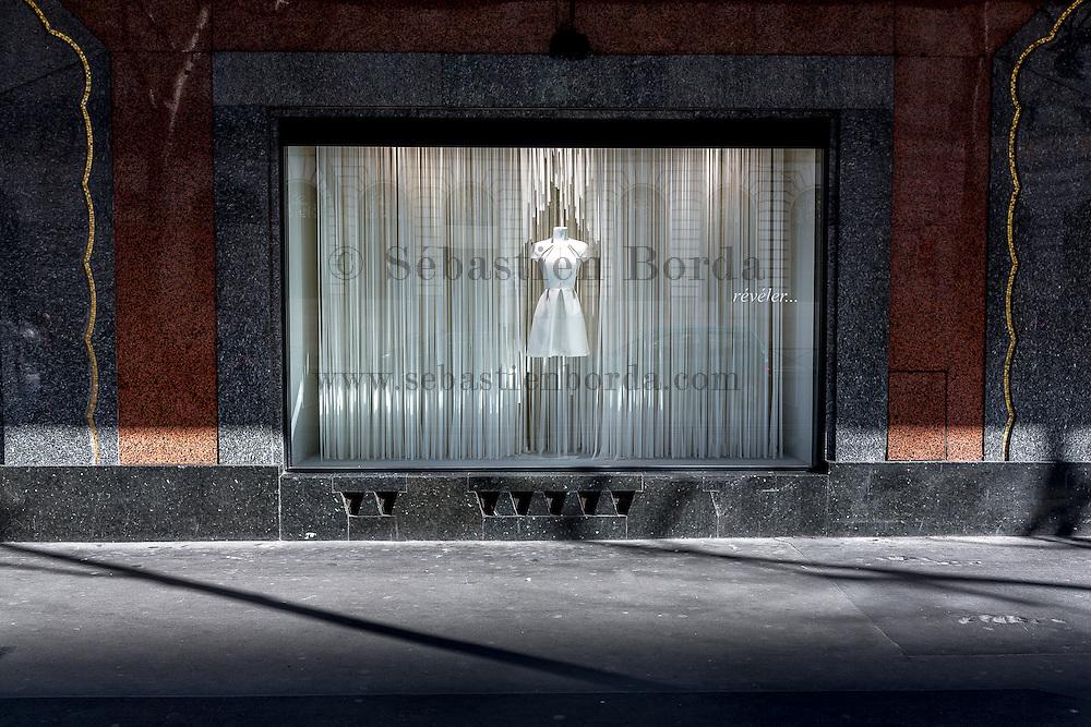 Vitrine des Galeries Lafayette. Paris, France //  Shop window of Galeries Lafayette. Paris, France