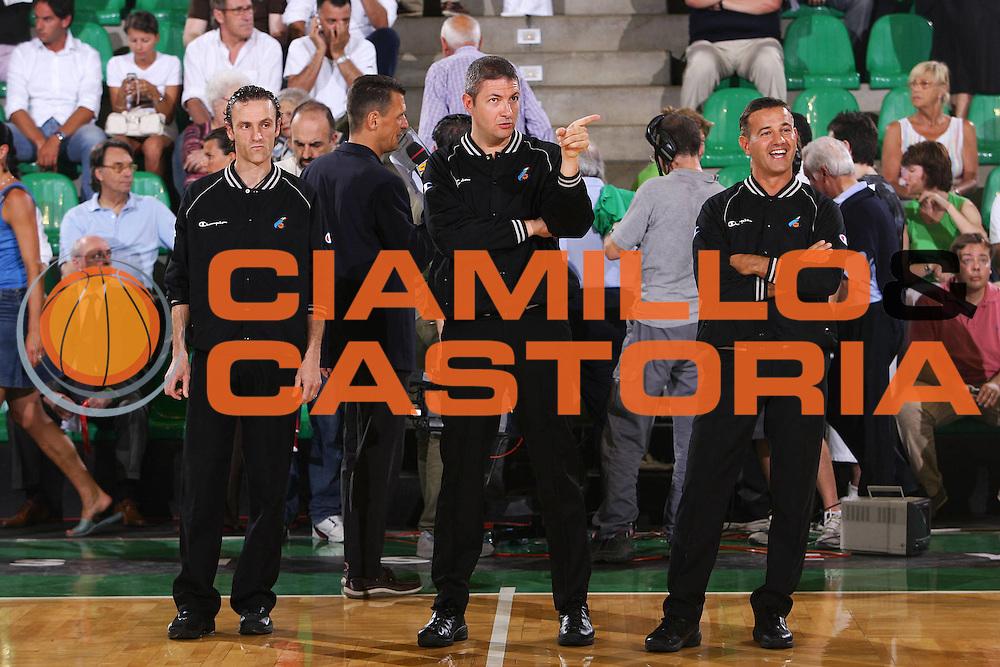 DESCRIZIONE : Associazione Italiana Arbitri Pallacanestro Lega A1 2005-06 Play Off Finale Gara 4 <br /> GIOCATORE : Arbitro <br /> SQUADRA : <br /> EVENTO : Campionato Lega A1 2005-2006 Play Off Gara 4 <br /> GARA : Benetton Treviso Climamio Fortitudo Bologna <br /> DATA : 20/06/2006 <br /> CATEGORIA : Ritratto <br /> SPORT : Pallacanestro <br /> AUTORE : Agenzia Ciamillo-Castoria/S.Silvestri <br /> Galleria : Aiap 2005-2006 <br /> Fotonotizia : Associazione Italiana Arbitri Pallacanestro Campionato Italiano Lega A1 2005-2006 Play Off Finale Gara 4 <br /> Predefinita :
