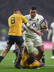 Nathan Hughes of England takes on the Australia defence - Mandatory byline: Patrick Khachfe/JMP - 07966 386802 - 18/11/2017 - RUGBY UNION - Twickenham Stadium - London, England - England v Australia - Old Mutual Wealth Series International