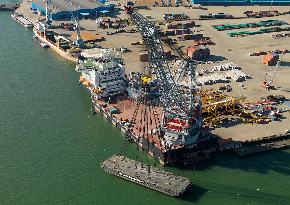 20110307 0031 Test met belastingproef Kraanschip Oleg Strashnov in de Europahaven op de Maasvlakte
