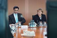 06 FEB 2013, BERLIN/GERMANY:<br /> Philipp Roesler (L), FDP, Bundeswirtschaftsminister, und Angela Merkel (R), CDU, Bundeskanzlerin, im Gespraech, vor Beginn der Kabinettsitzung, Bundeskanzleramt<br /> IMAGE: 20130206-01-018<br /> KEYWORDS: Sitzung, Kabinett, Philip Rösler
