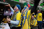 MILANO, ITALIEN - 2017-11-13: Svenska fans laddar upp p&aring; Corso Como inf&ouml;r FIFA 2018 World Cup Qualifier Play-Off matchen mellan Italen och Sverige p&aring; San Siro Stadium den 13 November, 2017 i Milano, Italien. <br /> Foto: Nils Petter Nilsson/Ombrello<br /> ***BETALBILD***