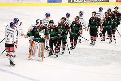 10.12.2017, Merkur Eisarena, Graz, AUT, EBEL, Moser Medical Graz 99ers vs HC TWK Innsbruck Die Haie, 27. Runde, im Bild die Verabschiedung // during the Erste Bank Icehockey League 27th round match between Moser Medical Graz 99ers and HC TWK Innsbruck Die Haie at the Merkur Ice Arena, Graz, Austria on 2017/12/10, EXPA Pictures © 2017, PhotoCredit: EXPA/ Erwin Scheriau