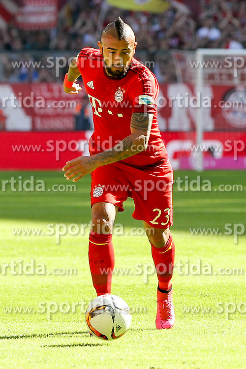 12.09.2015, Allianz Arena, Muenchen, GER, 1. FBL, FC Bayern Muenchen vs FC Augsburg, 4. Runde, im Bild Arturo Vidal #23 (FC Bayern Muenchen) // during the German Bundesliga 4th round match between FC Bayern Munich and FC Augsburg at the Allianz Arena in Muenchen, Germany on 2015/09/12. EXPA Pictures &copy; 2015, PhotoCredit: EXPA/ Eibner-Pressefoto/ Kolbert<br /> <br /> *****ATTENTION - OUT of GER*****