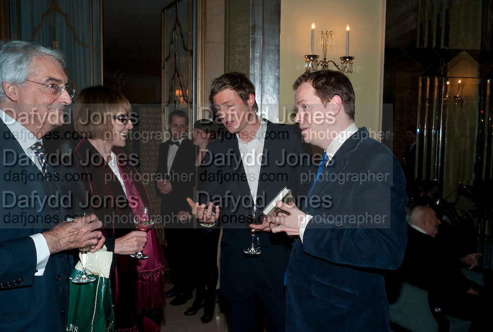 THE MARQUESS OF LONDONDERRY; LADY VICTORIA GETTY;  ZAC GOLDSMITH; TOM PARKER BOWLES, Book launch of Lady Annabel Goldsmith's third book, No Invitation Required. Claridges's. London. 11 November 2009