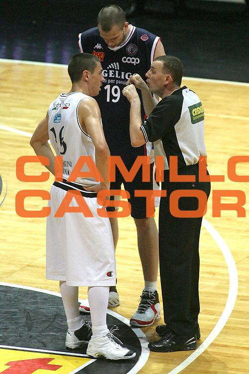 DESCRIZIONE : Bologna Lega A1 2006-07 Playoff Quarti di Finale Gara 5 VidiVici Virtus Bologna Angelico Biella <br /> GIOCATORE : Arbitro <br /> SQUADRA : <br /> EVENTO : Campionato Lega A1 2006-2007 Playoff Quarti di Finale Gara 5 <br /> GARA : VidiVici Virtus Bologna Angelico Biella <br /> DATA : 27/05/2007 <br /> CATEGORIA : Ritratto <br /> SPORT : Pallacanestro <br /> AUTORE : Agenzia Ciamillo-Castoria/M.Minarelli