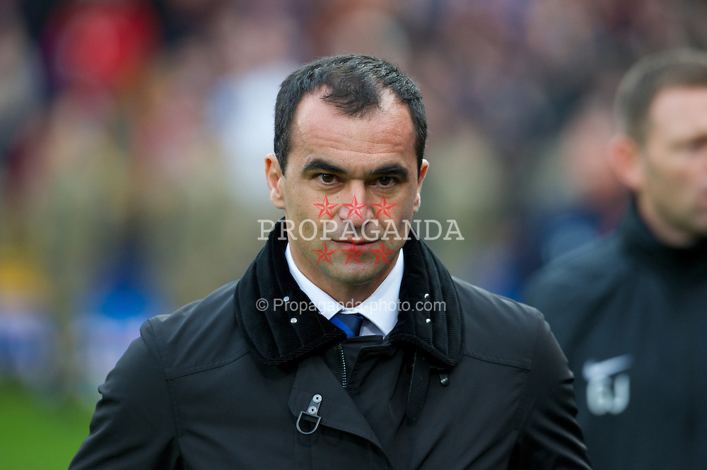 LONDON, ENGLAND - Saturday, November 9, 2013: Everton manager Roberto Martinez walks to the bench before the Premiership match against Crystal Palace at Selhurst Park. (Pic by Tom Hevezi/Propaganda)