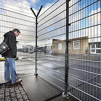 Nederland, Zaandam , 27 januari 2012..Govert staat voor het detentiecentrum van Zaandam. Zijn Cubaanse vriend Geovanni zit vast vanwege het feit dat hij te laat was met het verlengen van zijn visum..Foto:Jean-Pierre Jans