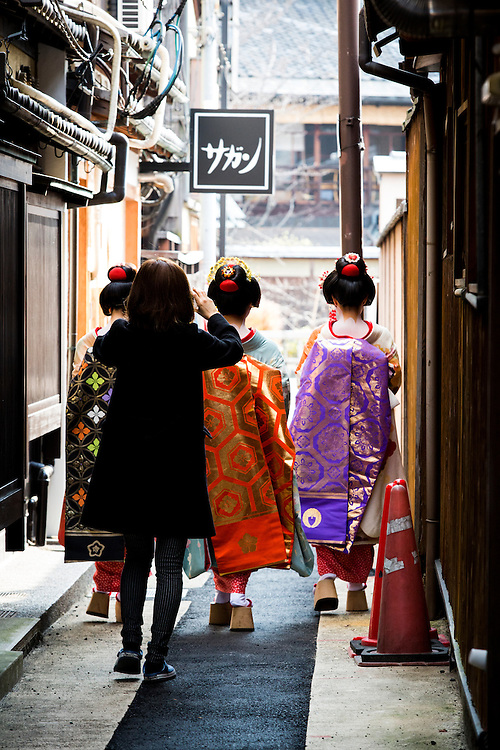 KYOTO , JAPAN - JANUARY 11 :  Traditional Japanese dancers Maiko and Geiko walks in the streets of Gion on Monday, January 11, 2016 in Kyoto prefecture, Japan. <br /> <br /> Photo: Richard Atrero de Guzman
