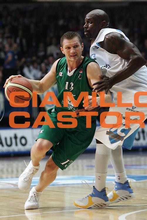 DESCRIZIONE : Cantu Lega A1 2006-07 Tisettanta Cantu Montepaschi Siena <br /> GIOCATORE : Kaukenas <br /> SQUADRA : Montepaschi Siena <br /> EVENTO : Campionato Lega A1 2006-2007 <br /> GARA : Tisettanta Cantu Montepaschi Siena <br /> DATA : 19/11/2006 <br /> CATEGORIA : Penetrazione <br /> SPORT : Pallacanestro <br /> AUTORE : Agenzia Ciamillo-Castoria/P.Lazzeroni <br /> Galleria : Lega Basket A1 2006-2007 <br /> Fotonotizia : Cantu Campionato Italiano Lega A1 2006-2007 Tisettanta Cantu Montepaschi Siena<br /> Predefinita :