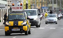 18.04.2010, Wien, AUT, Vienna City Marathon 2010, im Bild ein Wagen der Rennleitung führt das Feld an,  EXPA Pictures © 2010, PhotoCredit: EXPA/ T. Haumer / SPORTIDA PHOTO AGENCY