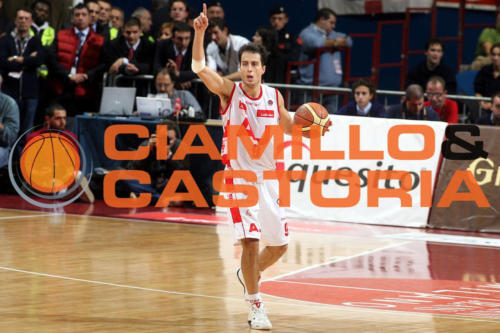 DESCRIZIONE : Milano Lega A1 2007-08 Armani Jeans Milano Benetton Treviso<br />GIOCATORE : Massimo Bulleri<br />SQUADRA : Armani Jeans Milano<br />EVENTO : Campionato Lega A1 2007-2008<br />GARA : Armani Jeans Milano Benetton Treviso<br />DATA : 28/10/2007<br />CATEGORIA : Palleggio Schema<br />SPORT : Pallacanestro<br />AUTORE : Agenzia Ciamillo-Castoria/G.Ciamillo