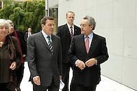 """13 APR 2005, BERLIN/GERMANY:<br /> Gerhard Schroeder (L), SPD, Bundeskanzler, und Dieter Hundt (R), Praesident Bundesvereinigung der Deutschen Arbeitgeberverbaende, BDA, im Gespraech, nach Schroeders Rede auf der Konferenz """"Familie - ein Erfolgsfaktor fuer die Wirtschaft"""", Haus der Deutschen Wirtschaft<br /> IMAGE: 20050413-02-033<br /> KEYWORDS: Gerhard Schröder, Gespräch"""