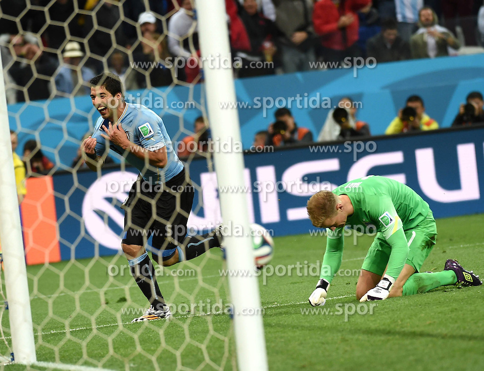 19.06.2014, Arena de Sao Paulo, Sao Paulo, BRA, FIFA WM, Uruguay vs England, Gruppe D, im Bild Uruguay's Luis Suarez (L) celebrates for his second goal // during Group D match between Uruguay and England of the FIFA Worldcup Brasil 2014 at the Arena de Sao Paulo in Sao Paulo, Brazil on 2014/06/19. EXPA Pictures &copy; 2014, PhotoCredit: EXPA/ Photoshot/ Li Ga<br /> <br /> *****ATTENTION - for AUT, SLO, CRO, SRB, BIH, MAZ only*****
