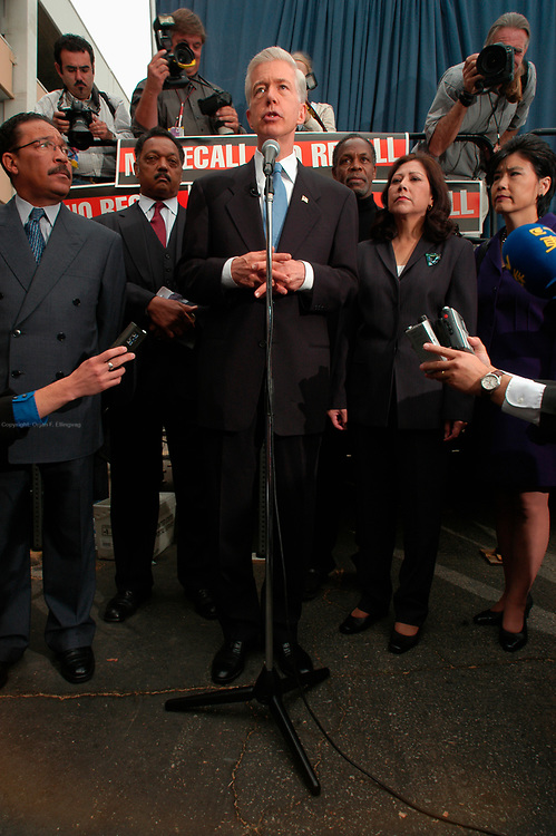 Los Angeles, CA, USA, Oct. 5th 2003: The Governor of California, Gray Davis (c) speaks with the media prior to signing a new health care plan for California at the Kaiser Permanente Medical Center in West Los Angeles. Supporters of Gray Davis, including Reverend Jesse Jackson (l) and Actor Danny Glover (r), pointed out that the Governor is dealing with real politics and real life where there's no second take. They were referring to Arnold Schwarzenegger, who is running against Davis in the California Recall Election. Photo: Orjan F. Ellingvag/ Dagbladet/ Corbis