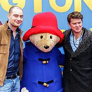 NLD/Amsterdam/20150208 - Filmpremiere  Paddington , Lange Frans en Beau van Erven Dorens met beertje Paddington