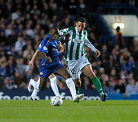 Photo: Leigh Quinnell.<br /> Chelsea v Real Betis. UEFA Champions League.<br /> 19/10/2005. Ricardo Oliveira battles with Chelseas Claude Makelele for the ball.