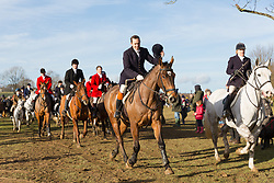 © Licensed to London News Pictures. 26/12/2017. Petworth, UK. The Chiddingfold, Leconfield and Cowdray Boxing Day hunt leave Petworth House to large crowds of supporters. Photo credit: Vickie Flores/LNP