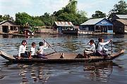 e?cole flottante.village flottant.barque.transport.