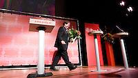 Nederland. Amsterdam, 6 oktober 2007.<br /> PvdA Congres in de RAI. Jacques Tichelaar met de bloemen na zijn toespraak.<br /> Foto Martijn Beekman <br /> NIET VOOR TROUW, AD, TELEGRAAF, NRC EN HET PAROOL