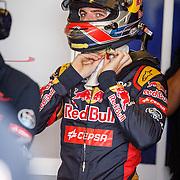 NLD/Zandvoort/20150628 - F1 demo Max Verstappen in de Toro Rosso, Max Verstappen met zijn helm