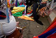 El Gran Diablo y sus demonios durante danza para solicitar permiso de entrar a la iglesia. .Celebración de la fiesta religiosa católica del Corpus Christi, en la ciudad de La Villa provincia de Los Santos, República de Panamá..Esta tradición que se celebra anualmente mantiene un relación directa entre la iglesia y la tradición folclorica como las danzas y costumbres. .Foto: Ramon Lepage / Istmophoto.