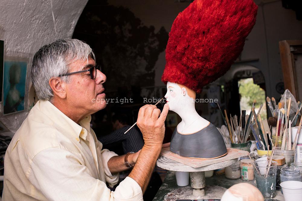 Praiano, Italia - L'artista Paolo Sandulli nel suo atelier a Praiano. Sandulli ha lo studio in una torre saracena a strapiombo sul mare.<br /> Ph. Roberto Salomone
