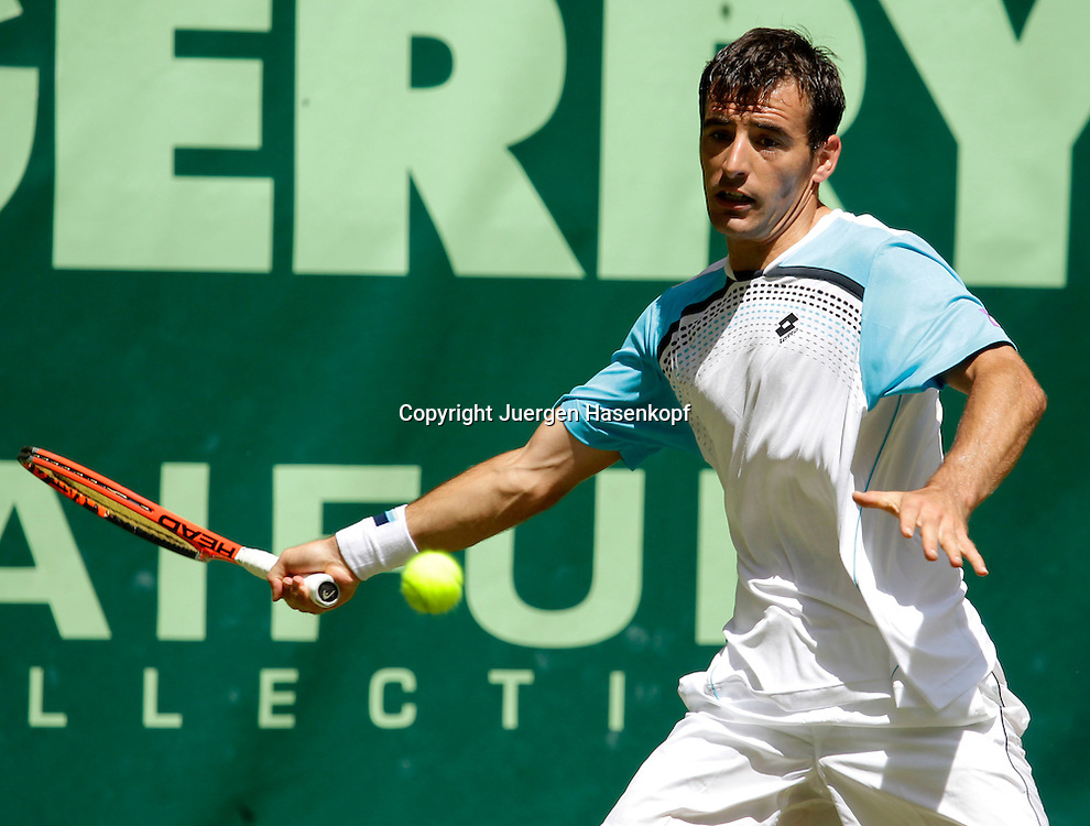 Gerry Weber Open 2011, ATP World Tour, Rasentennis Turnier, International Series,Gerry Weber Stadion, Grasplatz, Halle/Westfalen,.Ivan Dodig (CRO), Einzelbild,Aktion,Halbfigur,Querformat,
