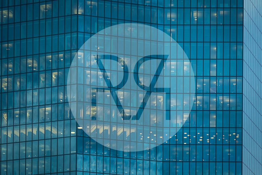 SCHWEIZ - ZÜRICH - Fassade des Prime Towers - 04. November 2014 © Raphael Hünerfauth - http://huenerfauth.ch