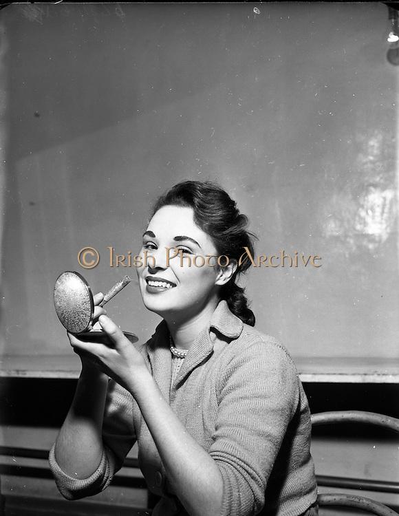 08/12/1952<br /> 12/08/1952<br /> 08 December 1952<br /> Olympia pantomime, Jean Stemp.