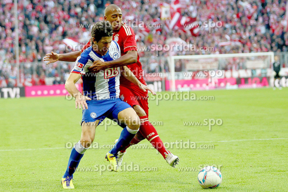 15.10.2011, Allianz Arena, Muenchen, GER, 1.FBL,  FC Bayern vs Hertha BSC Berlin, im Bild Levan Kobiashvili (Hertha #3) im kampf mit Gerome Boateng (Bayern #17)  // during the match FC Bayern vs Hertha BSC Berlin, on 2011/10/15, Allianz Arena, Munich, Germany, EXPA Pictures © 2011, PhotoCredit: EXPA/ nph/  Straubmeier       ****** out of GER / CRO  / BEL ******