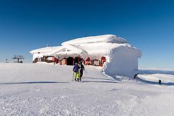 THEMENBILD - Vereiste Bergstation der Umlaufbahn (Olympiagondolen) am Skiberg Aareskutan, aufgenommen am Freitag, 16. März 2018. Die alpinen Ski- Weltmeisterschaften 2019 finden von 05. bis 17. Februar in Aare /Schweden statt // Icy mountain station of the Gondola (Olympiagondolen) at the Skiberg Aareskutan, pictured on Tuesday, March 13, 2018. The Alpine Skiing World Championships 2019 will take place from 05 to 17 February in Aare. Sweden on 2017/03/16. EXPA Pictures © 2018, PhotoCredit: EXPA/ Johann Groder