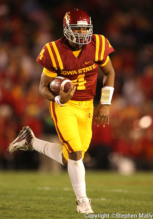 25 OCTOBER 2008: Iowa State quarterback Austen Arnaud (4) runs with the ball in the first half of an NCAA college football game between Iowa State and Texas A&M, at Jack Trice Stadium in Ames, Iowa on Saturday Oct. 25, 2008. Texas A&M beat Iowa State 49-35.