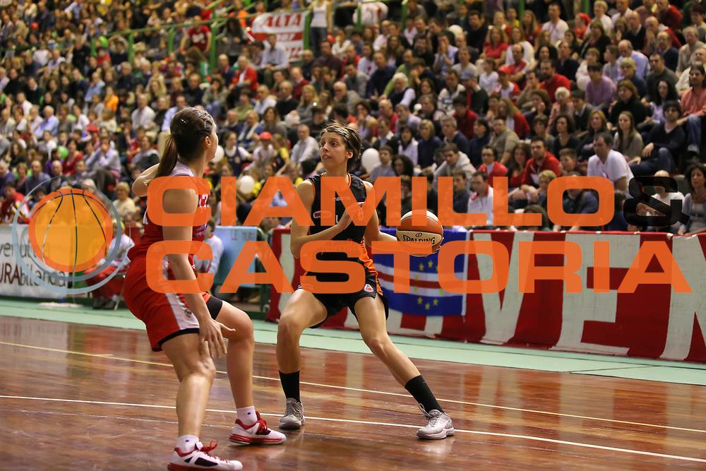 DESCRIZIONE : Lucca Lega A1 Femminile 2012-13 Final Four Coppa Italia 2013 Finale Gesam Gas Lucca Famila Wuber Schio<br /> GIOCATORE : Chiara Consolini<br /> SQUADRA : Famila Wuber Schio<br /> EVENTO : Campionato Lega A1 Femminile 2012-2013 <br /> GARA : Gesam Gas Lucca Famila Wuber Schio<br /> DATA : 10/03/2013<br /> CATEGORIA : palleggio<br /> SPORT : Pallacanestro <br /> AUTORE : Agenzia Ciamillo-Castoria/ElioCastoria<br /> Galleria : Lega Basket Femminile 2012-2013 <br /> Fotonotizia : Lucca Lega A1 Femminile 2012-13 Final Four Coppa Italia 2013 Finale Gesam Gas Lucca Famila Wuber Schio<br /> Predefinita :
