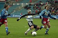 Fotball, NM-finale kvinner 2000 mellom Asker og Bjørnar 28. oktober 2000. Kjersti Thun, Asker, med ballen.