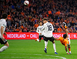 24-03-2019 NED: UEFA Euro 2020 qualification Netherlands - Germany, Amsterdam<br /> Netherlands lost the match 3-2 in the last minute / Memphis Depay #10 of The Netherlands, Leon Goretzka #18 of Germany