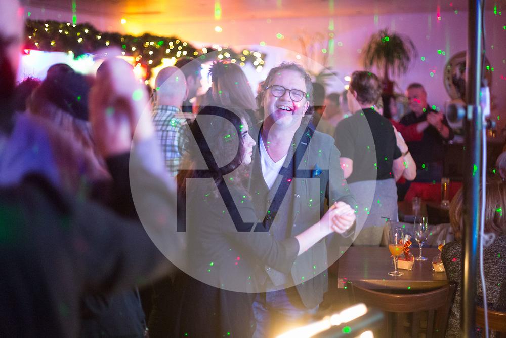 SCHWEIZ - MEISTERSCHWANDEN - Meitlitage 2018, hier wird im Restaurant Löwen getanzt - 11. Januar 2018 © Raphael Hünerfauth - http://huenerfauth.ch