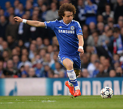 30.04.2014, Stamford Bridge, London, ENG, UEFA CL, FC Chelsea vs Atletico Madrid, Halbfinale, Rueckspiel, im Bild Chelsea's defender David Luiz takes a free kick // Chelsea's defender David Luiz takes a free kick during the UEFA Champions League Round of 4, 2nd Leg Match between Chelsea FC and Club Atletico de Madrid at the Stamford Bridge in London, Great Britain on 2014/05/01. EXPA Pictures © 2014, PhotoCredit: EXPA/ Mitchell Gunn<br /> <br /> *****ATTENTION - OUT of GBR*****