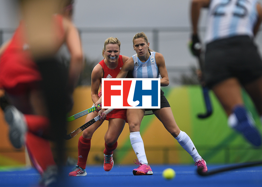 Britain's Hollie Webb (2L) vies for the ball with Argentina's Martina Cavallero (2R) during the women's field hockey Britain vs Argentina match of the Rio 2016 Olympics Games at the Olympic Hockey Centre in Rio de Janeiro on August, 10 2016. / AFP / MANAN VATSYAYANA        (Photo credit should read MANAN VATSYAYANA/AFP/Getty Images)