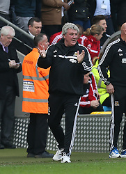 Hull manager celebrates the goal - Photo mandatory by-line: Matt Bunn/JMP - Tel: Mobile: 07966 386802 05/04/2014 - SPORT - FOOTBALL - KC Stadium - Hull - Hull City v Swansea City- Barclays Premiership
