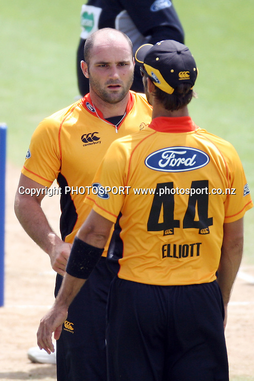 Grant Elliott talks to Luke Woodcock. Men's one day cricket, Auckland Aces v Wellington Firebirds, Colin Maiden Park, Auckland. Wednesday 12 January 2011. Photo: Ella Brockelsby/photosport.co.nz
