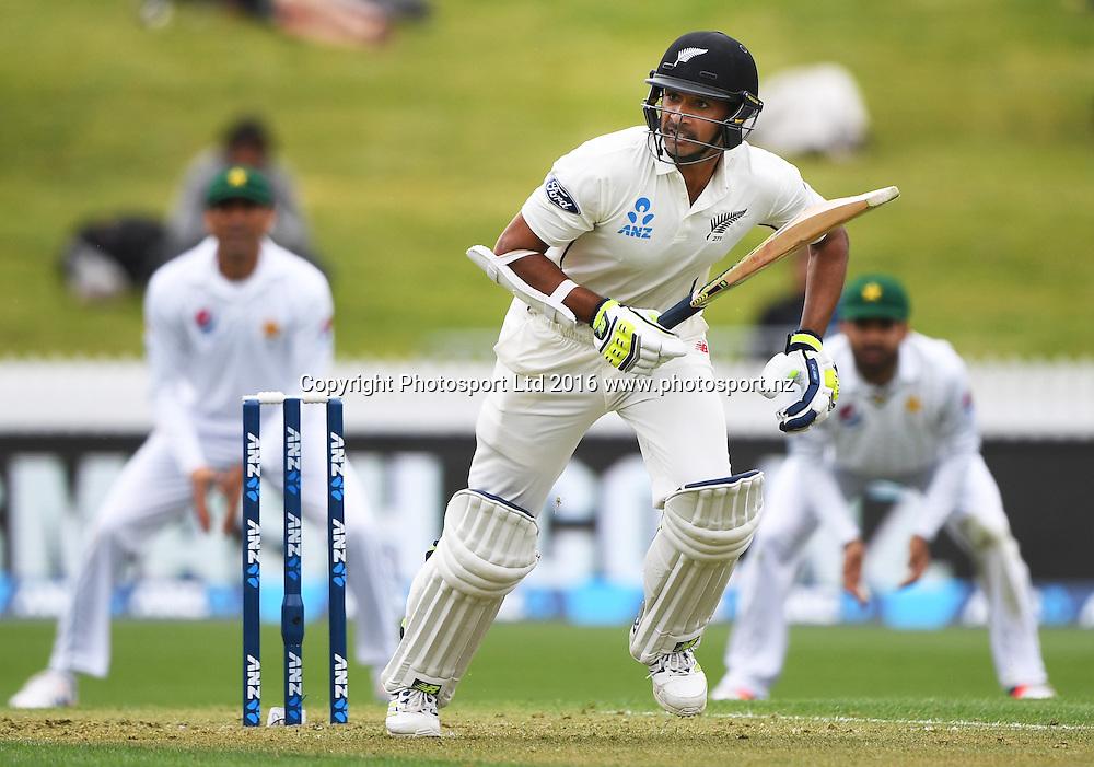 Jeet Raval batting.<br /> New Zealand Black Caps v Pakistan. Day 1, 2nd test match. Friday 25 November 2016. Seddon Park, Hamilton, New Zealand. &copy; Copyright photo: Andrew Cornaga / www.photosport.nz